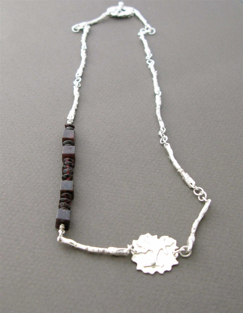 Necklace in Sterling Silver with Garnet