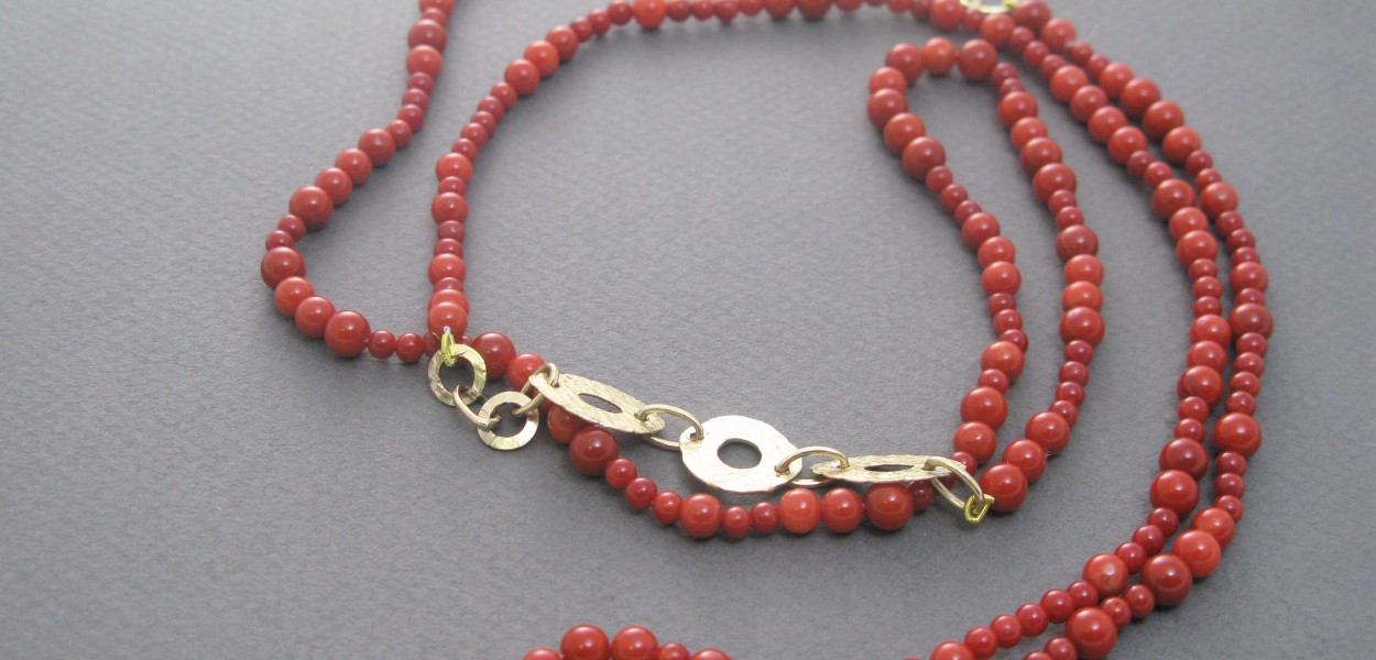 Necklace with coral