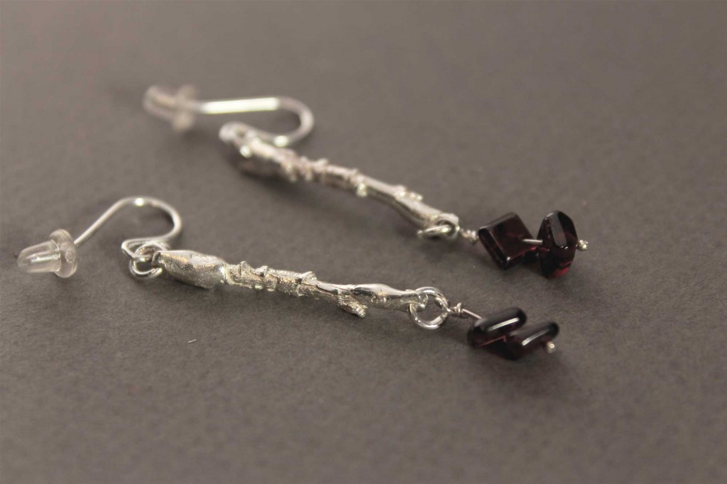 Earring in Sterling Silver with Garnet