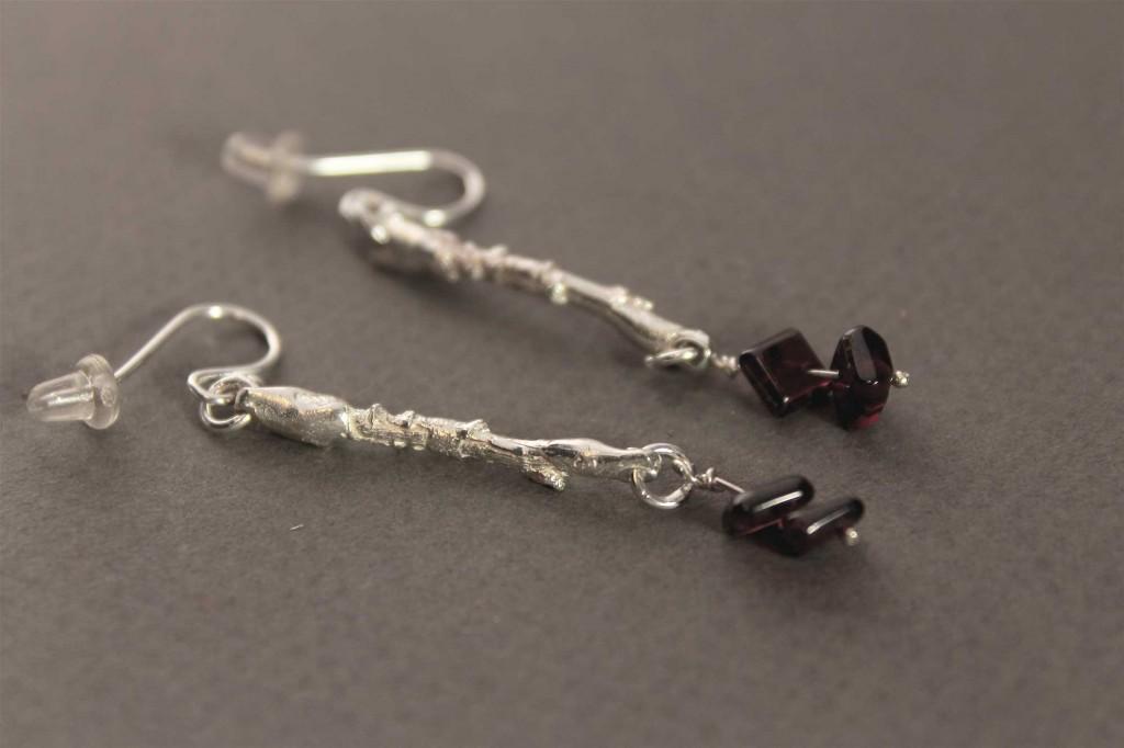 Earring in Sterling Silver with Garnet